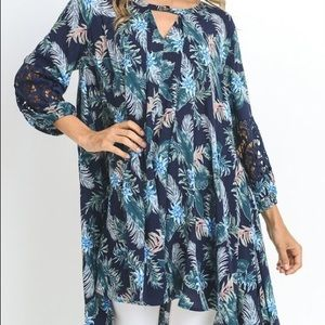 Tunic w/lace sleeve. Blue, green, teal. Multiple